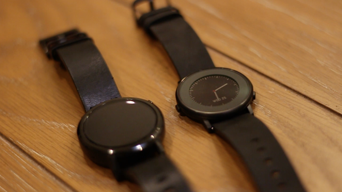 Pebble Time Round vs Moto 360